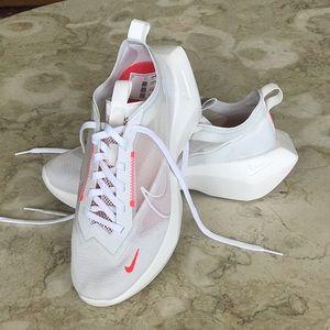 NWOT Nike Vista Light